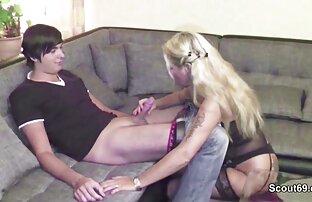Ուղեւորները բռնում են տանտիրուհուն Սելենա Գոմես սեքս ժապավեն իր դիրքով։