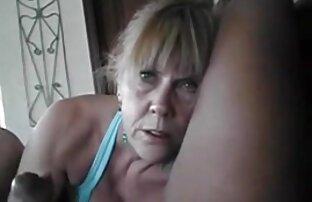 Մայրս ծիծիկներ խցանել սիրում է խաղալ իր հիվանդ աքաղաղը, վագինի գագաթին նստած: